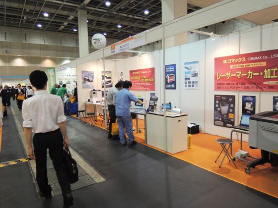 6650モデルのレーザー加工機の展示実演。